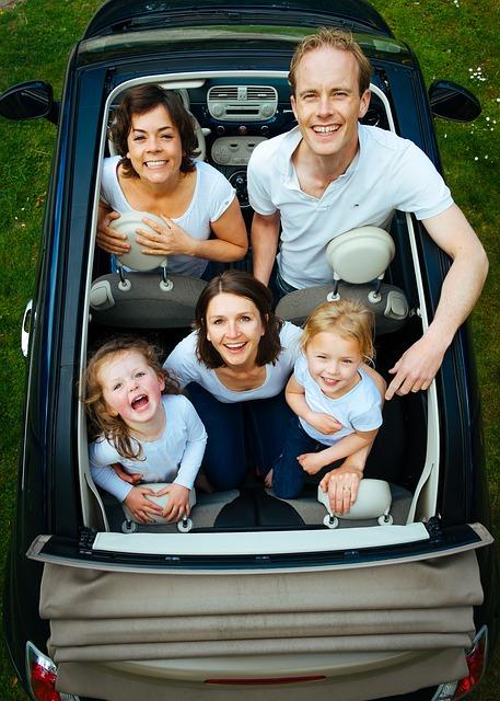 Biltur med børn: Guide til at undgå kaos på bagsædet