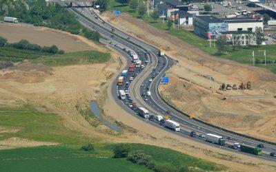 Undersøgelse: Her er danskernes dårlige vaner på motorvejen